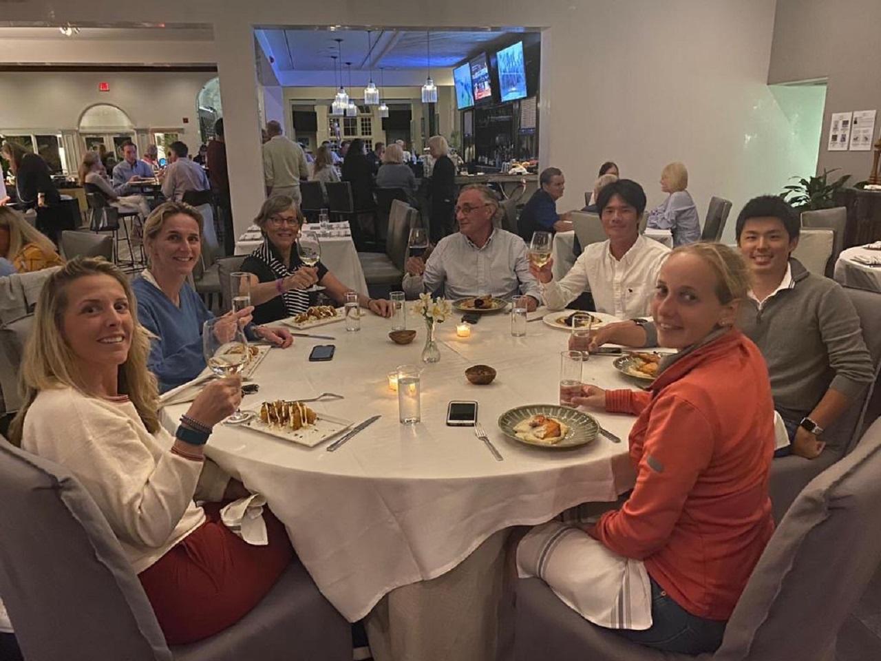 Familie Bartels met Japanse ruiters in Wellington