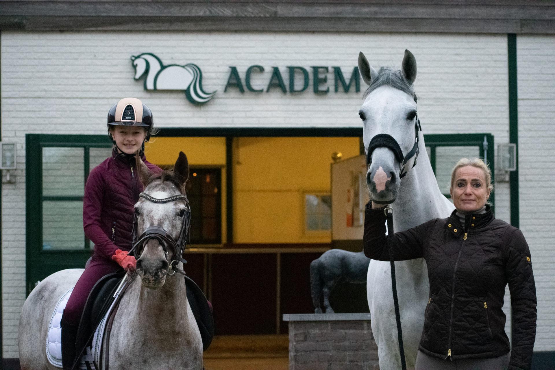 Nicole en Sissy - trainingsarrangement Academy Bartels