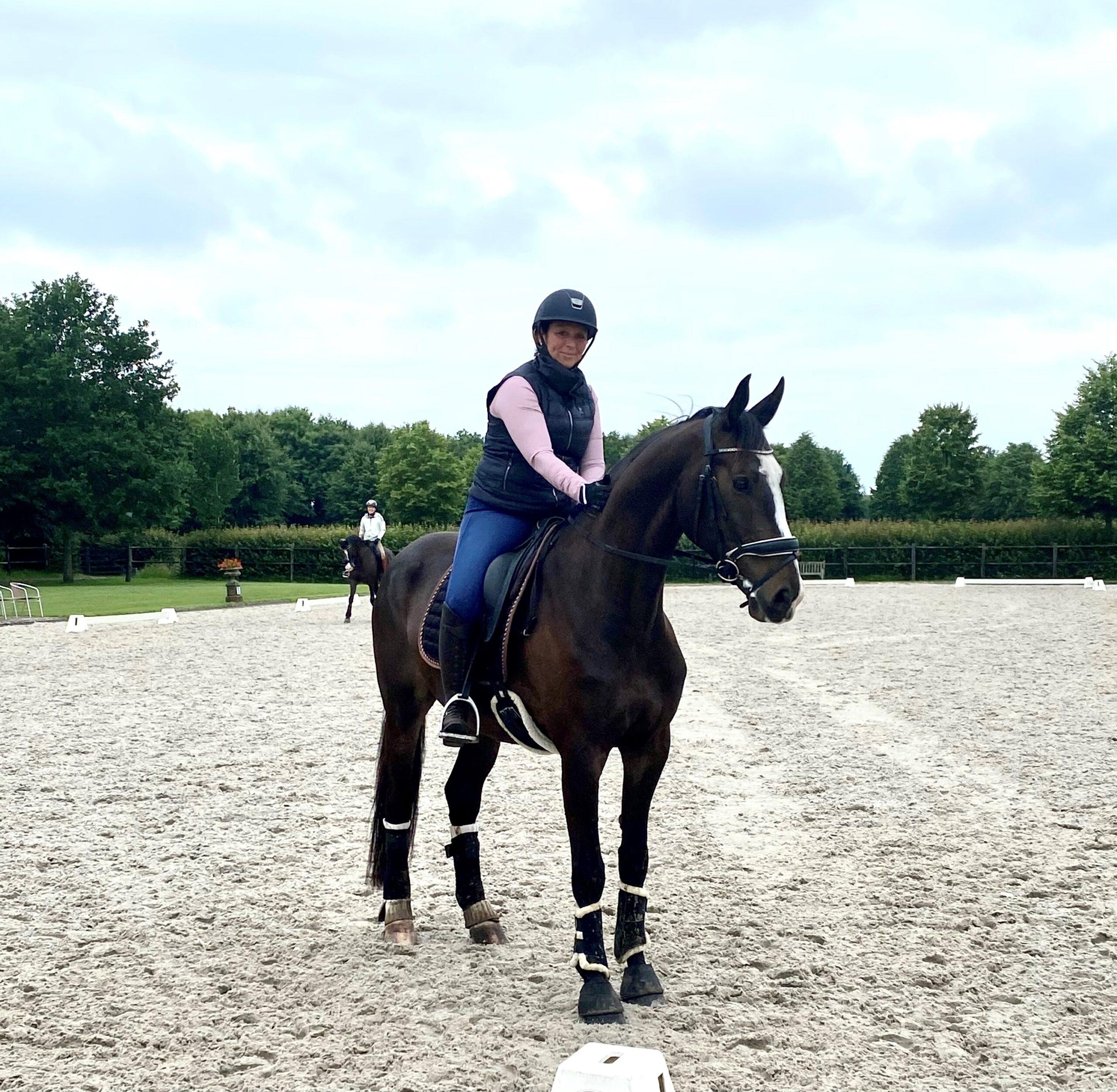 Angela Heuvelman met haar paard Legacy - Trainingsarrangement Academy Bartels